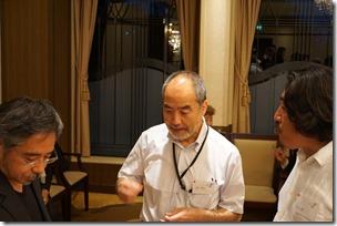 日本ガラス工芸学会創立40周年記念祝賀会 歓談中 狩野氏・畠山氏・村山氏